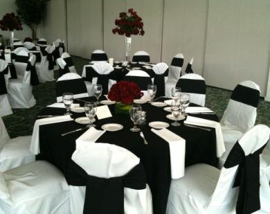 Red, White and Black Table Settings | OMG!!! It\'s a Wedding!